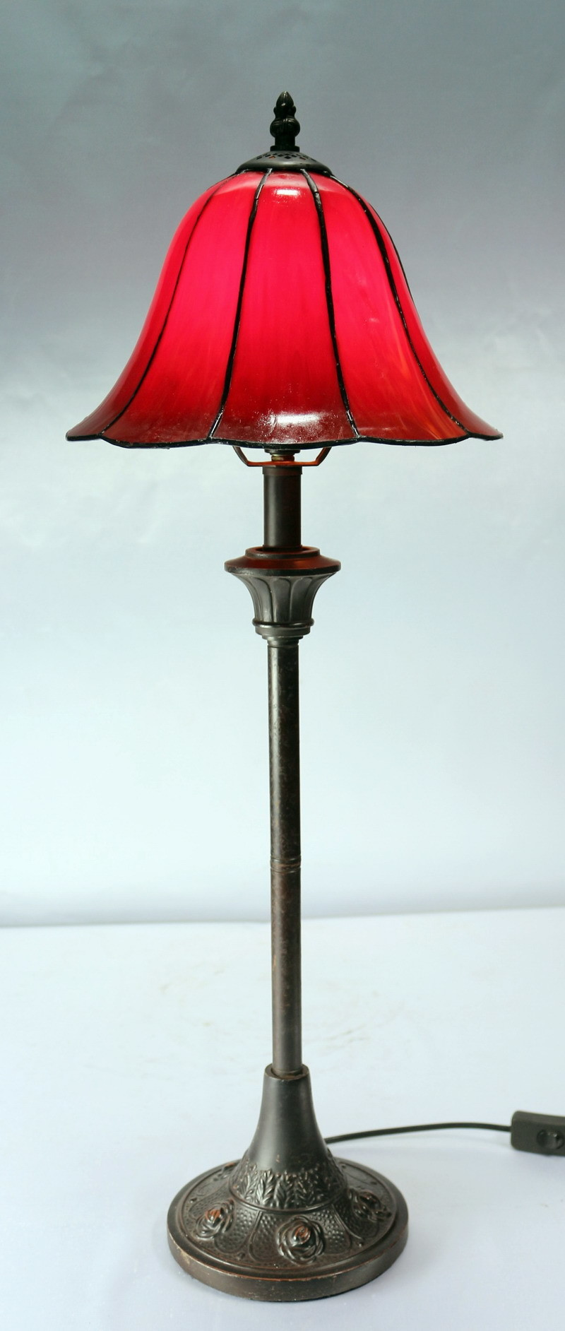 new tall cosmo leadlight table lamp with red shade ebay. Black Bedroom Furniture Sets. Home Design Ideas