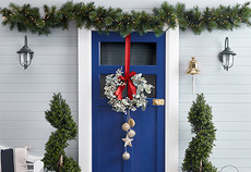 How to decorate your entrance for Christmas