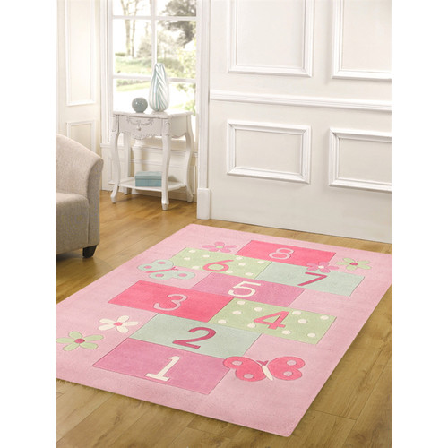 Teach youngsters balance and coordination with this beginner-friendly hopscotch mat. Large, brightly-colored numbers make for easy recognition, while the no-frills layout of the mat makes jumping from space to space simple.