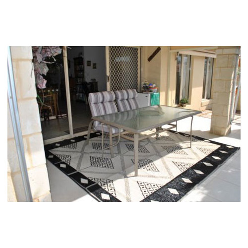 Home & Lifestyle Troy Outdoor Rug in Black & Cream