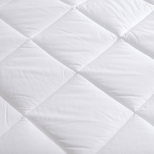 Dreamaker White Repreve Quilt