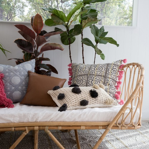Amigos de Hoy Caravana Pom Pom Cotton Cushion