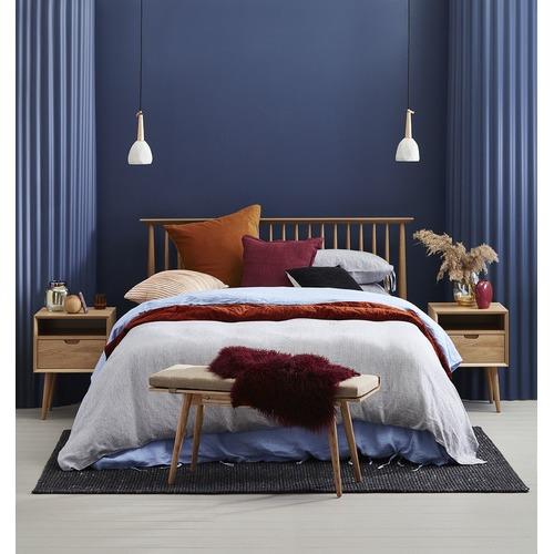 Queen Olsen Oak Low End Spindle Bed