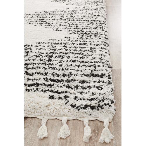 Black & White Zaria  Fringed Rug