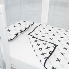 Amani Bebe Organic Quilt and Pillow Set Tic Tac Toe