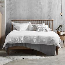 Queen Olsen Oak Spindle Bed