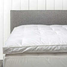 White Hannah 1800GSM Goose Feather & Down Mattress Topper