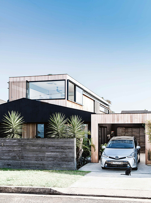 Clever modern coastal on Sydney's northern beaches. Styling – Kerrie-Ann Jones. Image – Maree Homer.