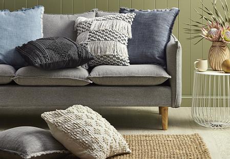 How to arrange cushions on a sofa