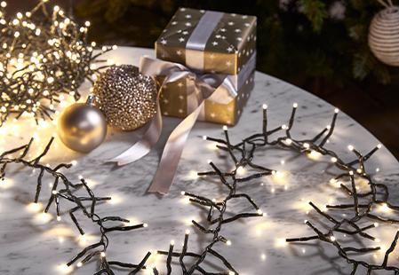 How to choose and hang Christmas tree lights
