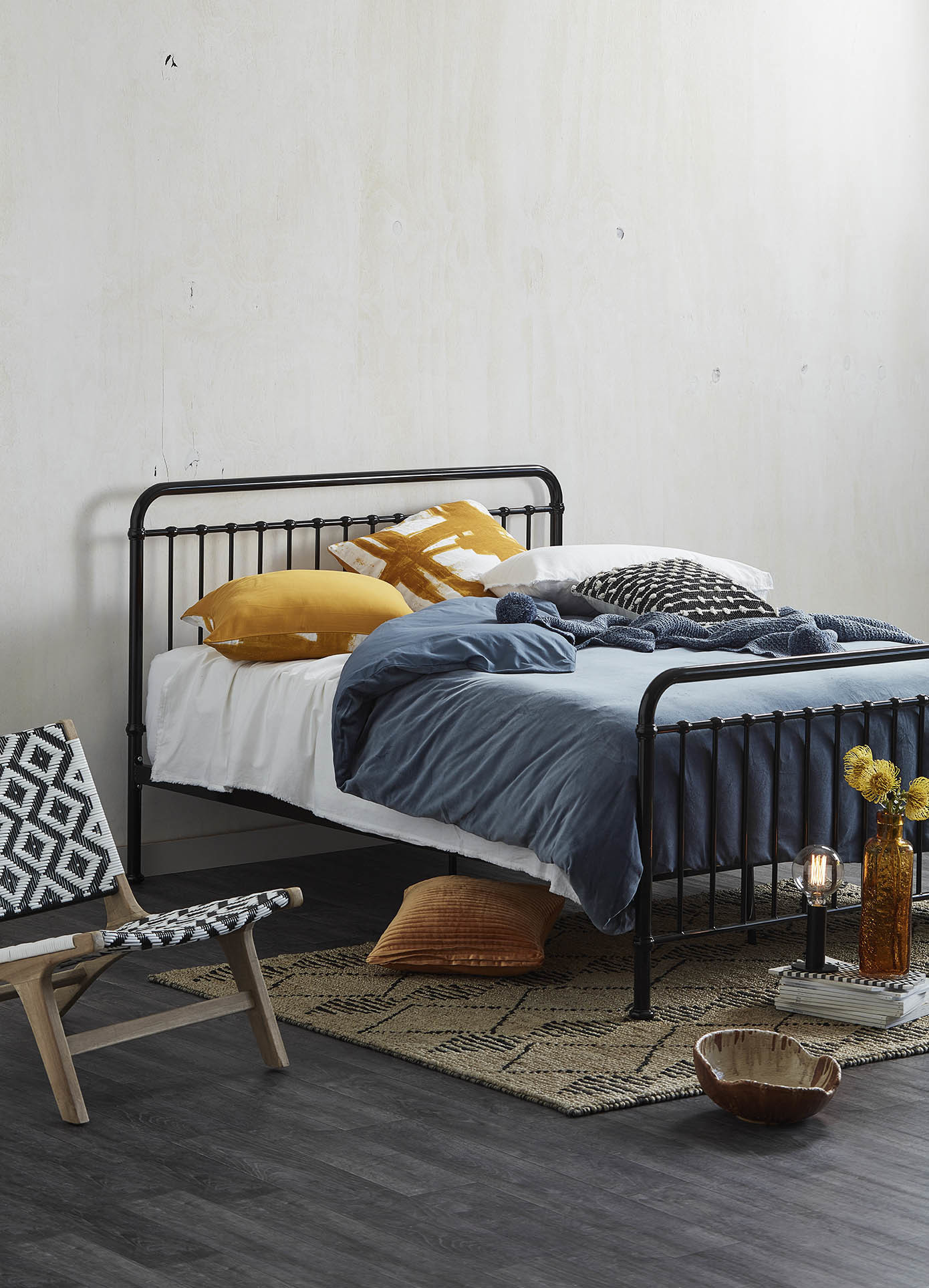 NEW-Black-Bailey-Metal-Bed-Frame-Temple-amp-Webster-Beds thumbnail 8
